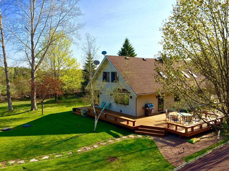Newly remodeled home & guest house w/ sauna - 10 acres of beauty & privacy., location de vacances à Door County