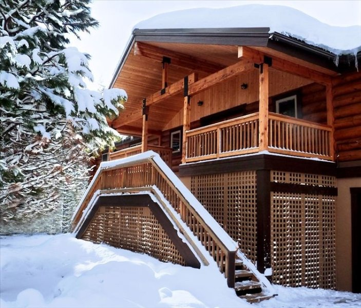 Scenic Luxury on 12 Private Acres at the Grand & Beautiful Natapoc Lodge, vacation rental in Leavenworth