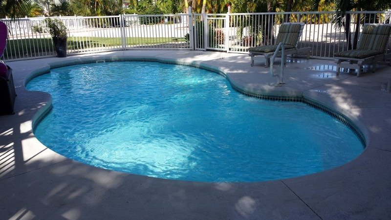 ~DEEP WATER CANAL~LARGE PRIVATE LOT~HEATED POOL~BAIT FREEZER~LARGE DOCK SPACE~, holiday rental in Marathon