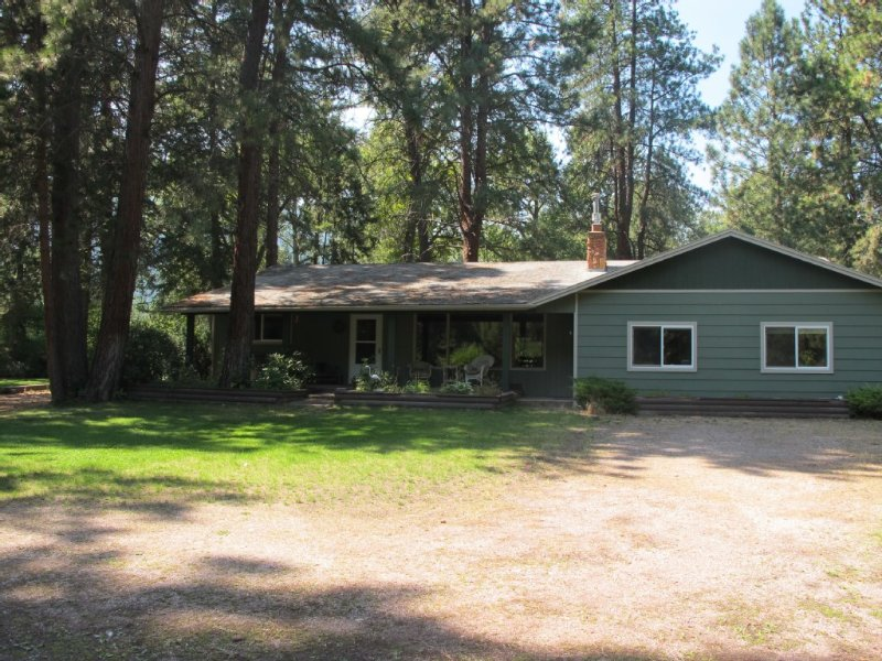 Secluded Clark Fork Riverhouse, holiday rental in Missoula