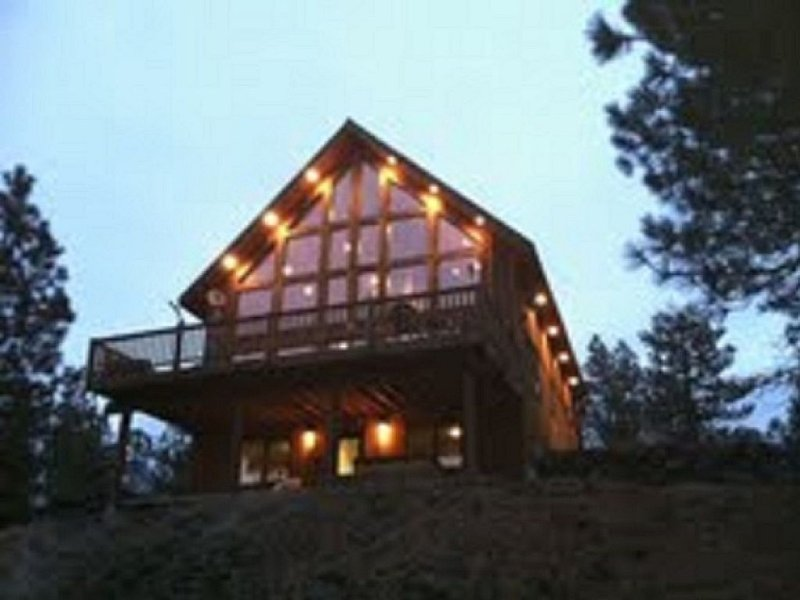 Rustic Country Lodge Getaway..., holiday rental in Cheney