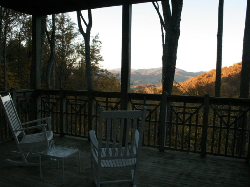 Mountain Air - Relaxing Pet Friendly Condo With Mountain View, holiday rental in Burnsville