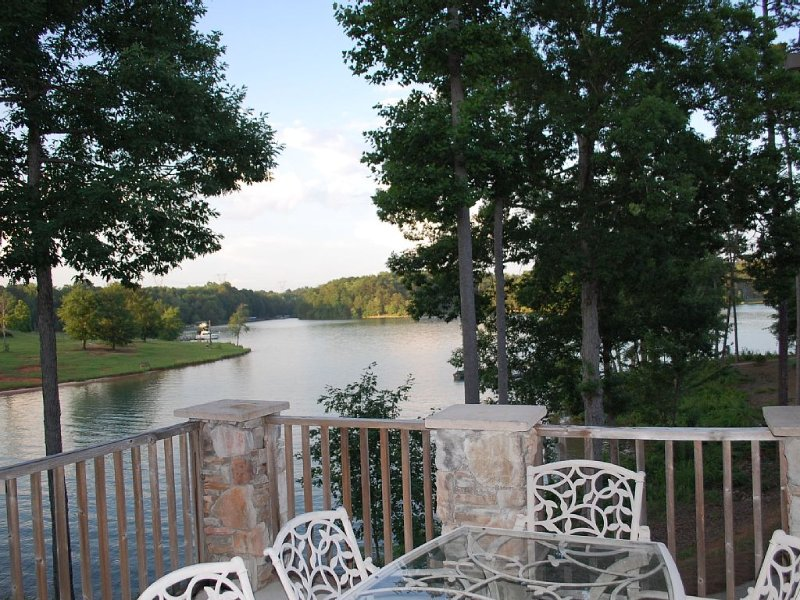 Keowee Lakefront Luxury Townhome!  15 minutes to Clemson! Pool table!, holiday rental in West Union