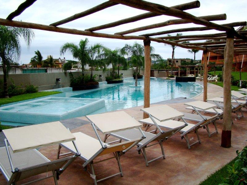 2nd Floor -Obstructed Ocean Views, New Marina, 2 Blocks Beach, holiday rental in La Cruz de Huanacaxtle