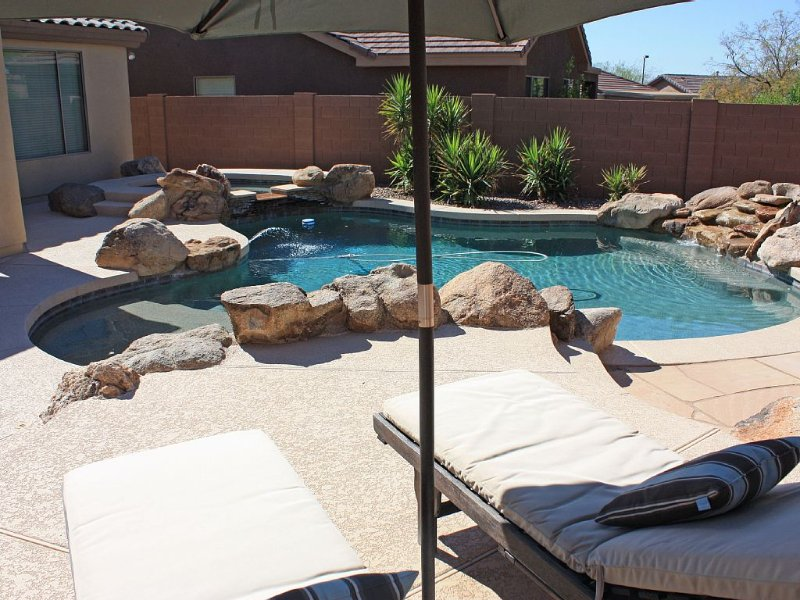 Cozy Private Country Club Oasis With Pool & Hot Tub!, holiday rental in Anthem
