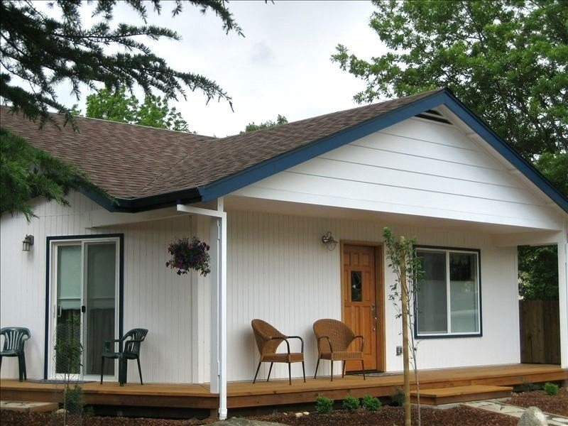 Brand New Close to Downtown Small House, vacation rental in Ashland