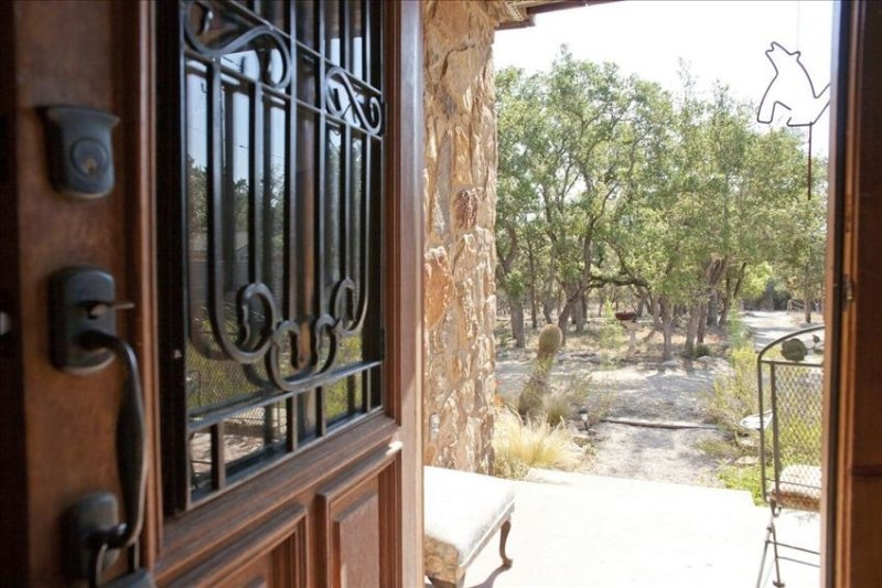 Austin City Limits- by 7000 Acre Hill Country Preserve! Private Pool!, holiday rental in Bee Cave