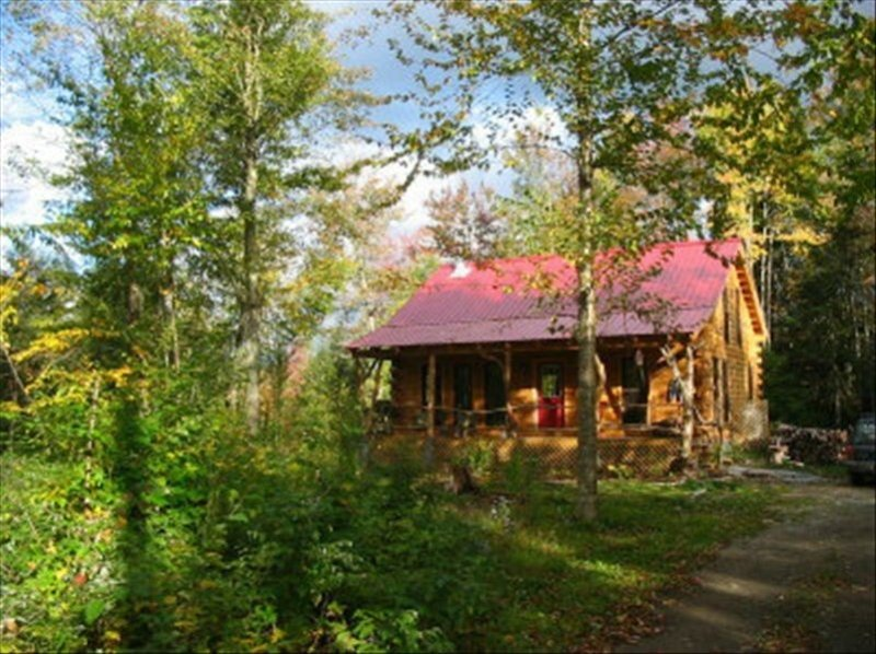 Dream Log Cabin, Yet Close to Everything! Dogs Welcome!!!, vacation rental in Craftsbury