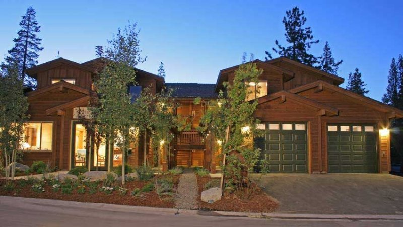 ***BEST RATE 3bed/2bath SLEEPS 6***  GREAT LOCATION - CLOSE TO ALL SKI AREAS, holiday rental in Truckee