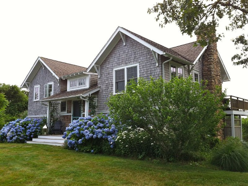 Quintessential Chilmark Retreat With Water Views In Martha's Vineyard, Ferienwohnung in Chilmark