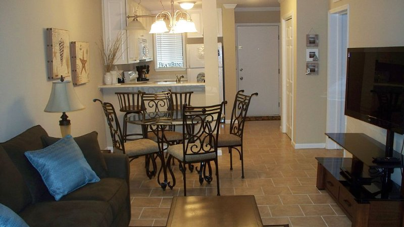 Newly Renovated Condo in Beautiful Beach Front Resort, vakantiewoning in Hilton Head