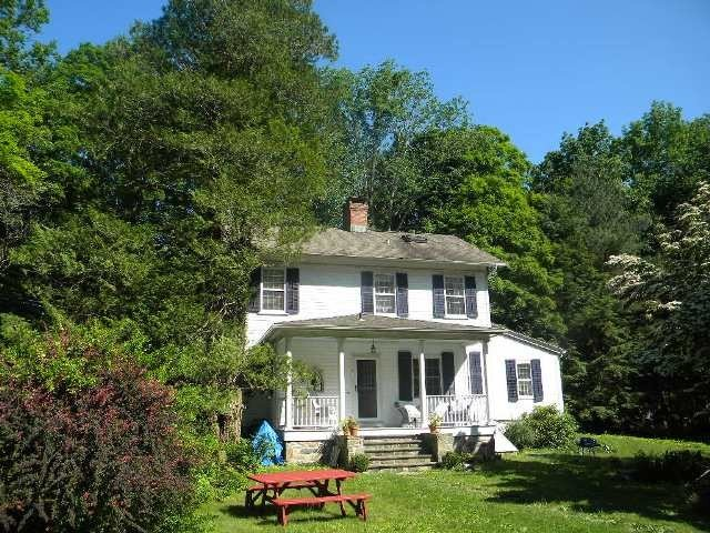 Romantic Riverfront Farm House at Historic Aspetuck Corners, holiday rental in South Salem