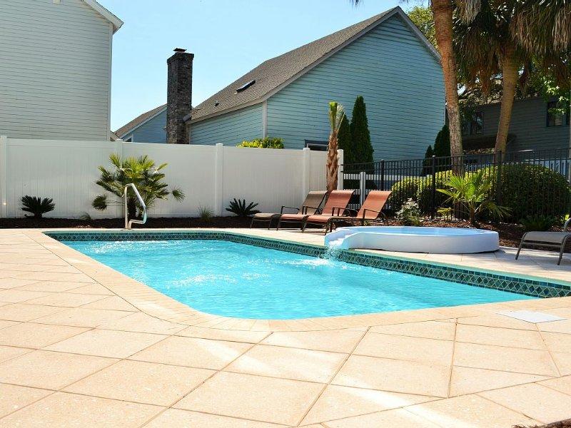 10% OFF SUMMER RATES!!  LUXURY OCEAN VIEW, HTD POOL/SPA, ELVTR, 300F OCEN, vacation rental in North Myrtle Beach