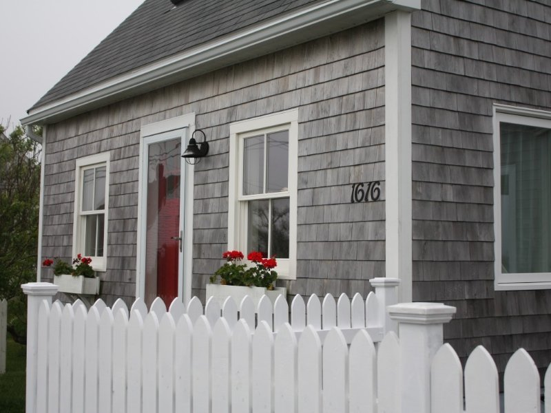 Oceanfront home in historic village, near Halifax & Peggys Cove, great for 2!, holiday rental in Halifax Regional Municipality
