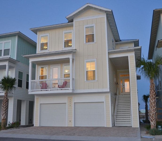 5-Star Private Beach Home ** Gated Neighborhood ** Water Everywhere, location de vacances à Navarre