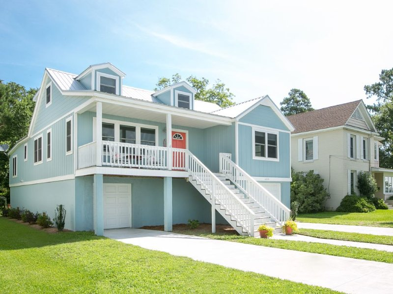 Second Wind: Waterfront Home Downtown Belhaven near River Forest Manor & Marina, alquiler de vacaciones en Scranton