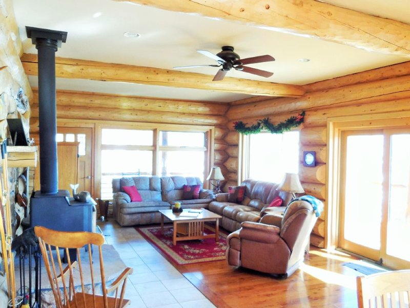 Secluded Log Home Adjoining National Forest- Spectacular View, alquiler vacacional en Tabernash
