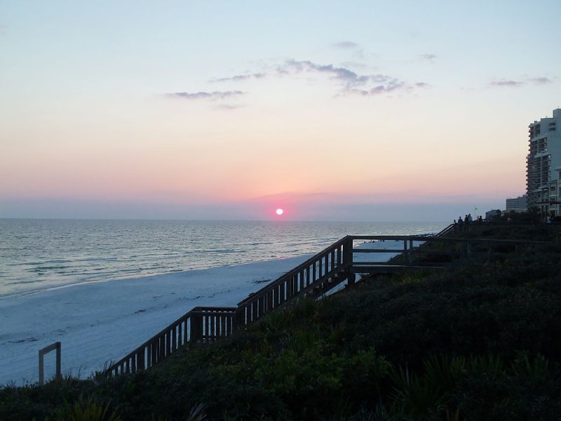 Perfect place for a family vacation.  On 30A just steps from the secure beach., holiday rental in Seagrove Beach