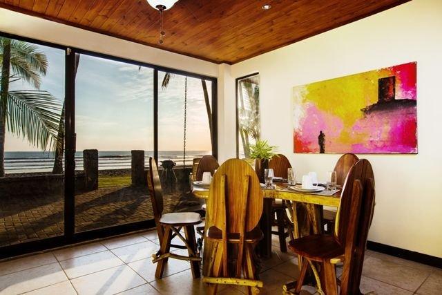 BEACHFRONT 3 bedroom home in gated community., alquiler de vacaciones en Playa Hermosa