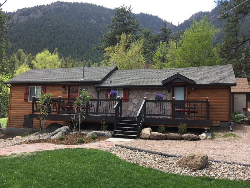 Updated home near beautiful hiking trails, holiday rental in Green Mountain Falls