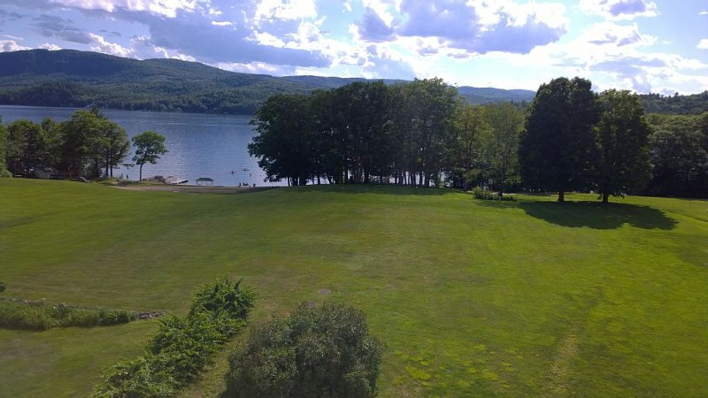 All Season Newfound Lake Waterfront Condo, aluguéis de temporada em Plymouth