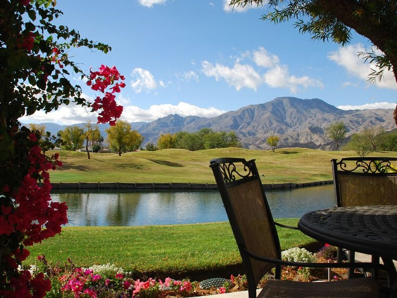 Luxury Lake Front PGA West Townhome With Incredible Views/Private Courtyard Spa, holiday rental in La Quinta