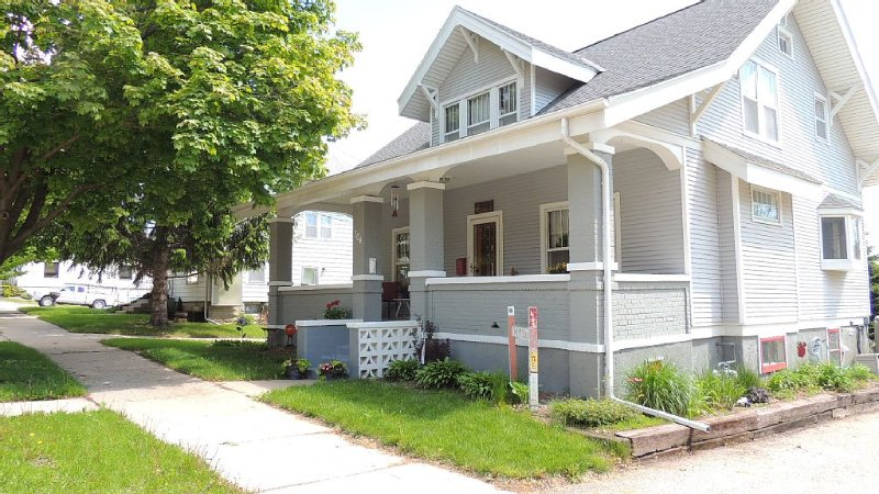 Location! Location! Location!  5 Bedroom Home 1 Block From Downtown Decorah, vacation rental in Iowa
