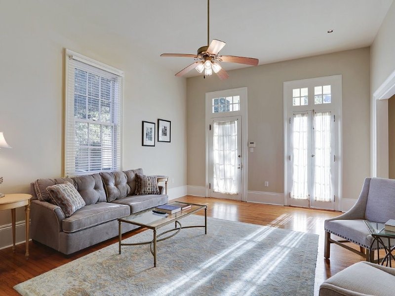 Steps To The St. Charles Streetcar, Oak St., Audubon Park, Universities, vacation rental in Kenner