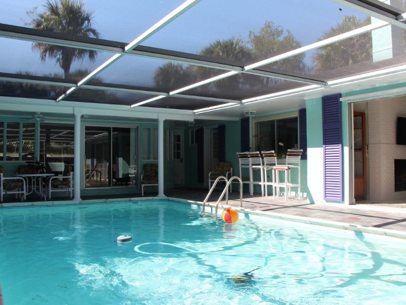Tropical Home with Heated Pool  Near Beaches, holiday rental in Jupiter