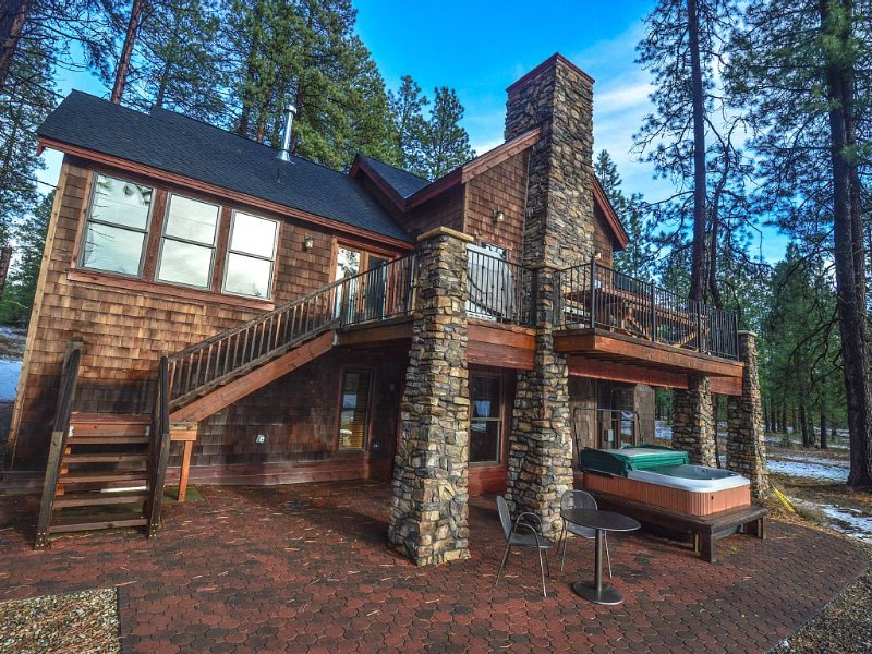Suncadia's *Most Complete* Vacation Experience w/ Hot tub & Fire Pit!!, holiday rental in South Cle Elum