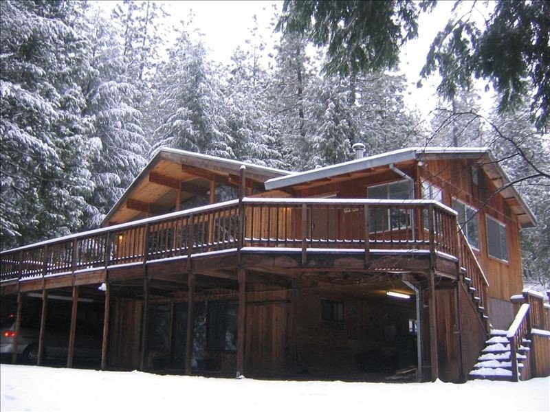 Gorgeous Cedar Cabin on 5 Acres in Forest by Lake- 2 Cabins in 1, holiday rental in Pollock Pines