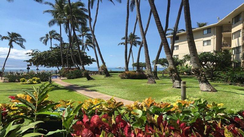 GORGEOUS OCEANFRONT, GROUND FLOOR UNIT—PARADISE FOUND, Ferienwohnung in Wailuku