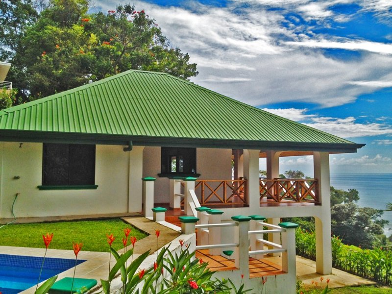 Oceanfront La Casa Blanca High in the Sky, vacation rental in Dominical