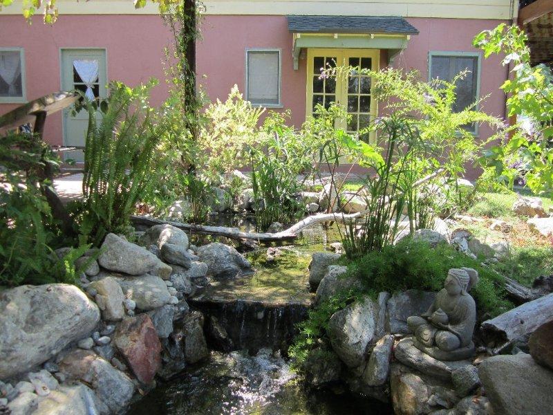 Spectacular 1-bedroom garden unit in hills of Glendale., holiday rental in Glendale