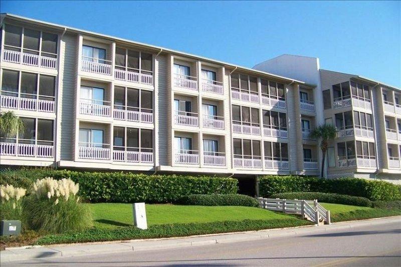 Pelican's Watch, Shore Drive  Oceanview Wifi, TV in All Bdrms, holiday rental in Myrtle Beach