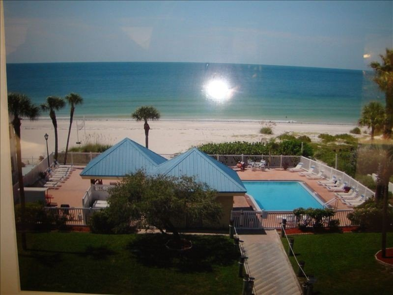 Ready for a Vacation!  Sleepy Sea Turtle 2 BR/2BA Beachfront Condo for Rent!!, holiday rental in Redington Shores