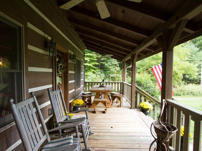 Modern Log Cabin on 150 Acres - Ultimate social distancing, holiday rental in Marshall