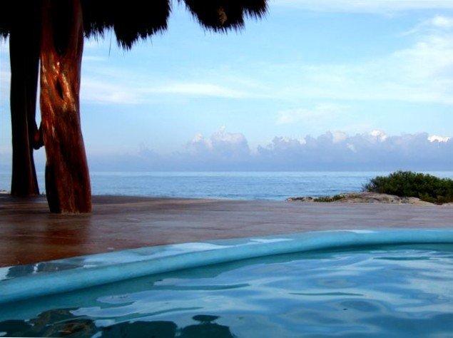 Best Beachfront Summer Rental, vacation rental in Isla Mujeres