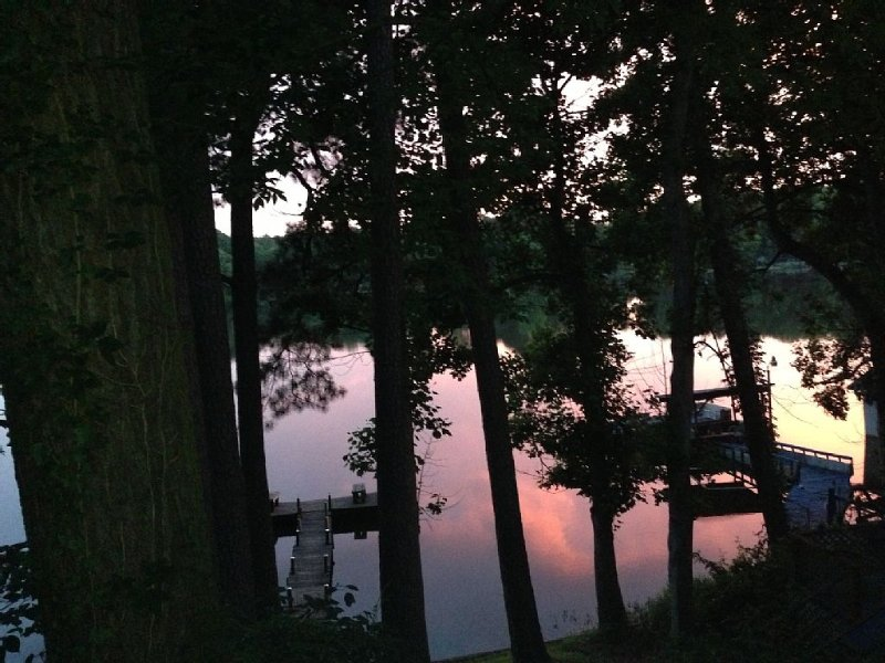 Beautiful Lakefront Lodge, holiday rental in East Dublin