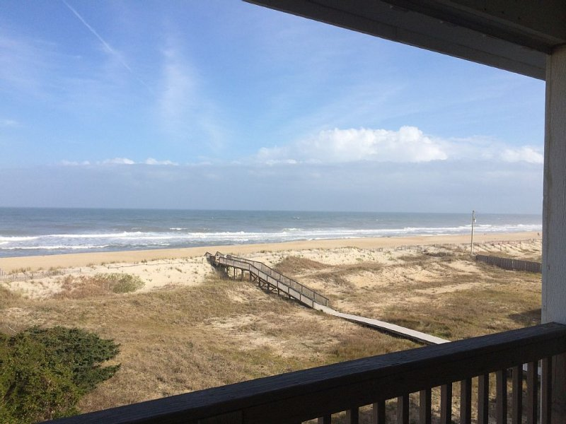 Beautiful Ocean Front Condo in Peaceful Rodanthe: Dacotah Hill, location de vacances à Rodanthe