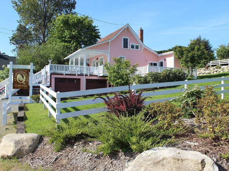Enjoy The Best Of Vashon From The Deck Of The Quartermaster Cottage, casa vacanza a Vashon