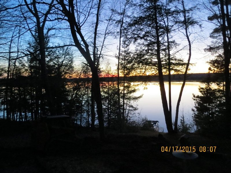 Lakefront Cottage with 18' Pontoon included, vacation rental in Summit Lake