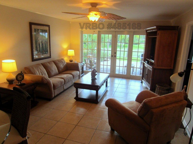 Vero's Finest Location! - 150 Steps From Boardwalk/Beach, location de vacances à Vero Beach