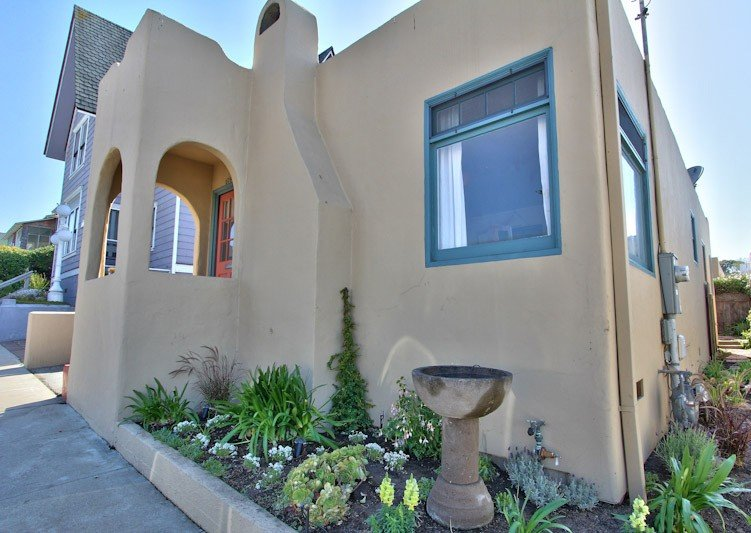 Steps from the beach with an ocean view-a no smoking and or vaping  property., holiday rental in Monterey County