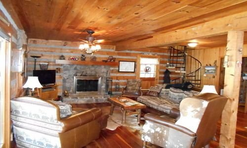 Our Log Cabin Has A Large, Level Yard And Is On the Watauga River., vacation rental in Banner Elk