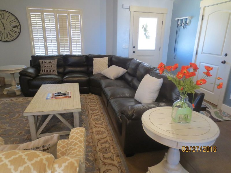 New! A 4 bedroom, fresh, comfortable and luxurious home! BBQ, pool, fenced yard, vacation rental in Moab