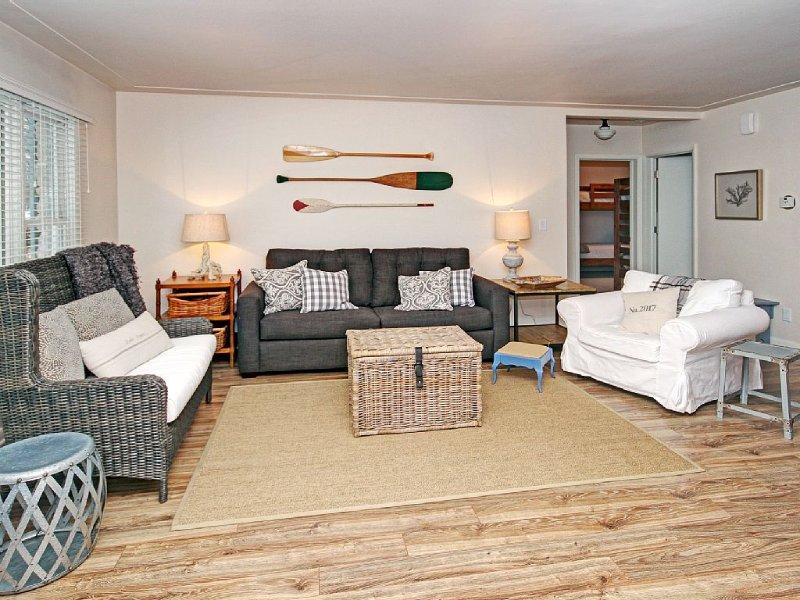 Beautiful cottage, make memories, Walk to Beach Deck, Grill, Firepit, Lake View!, alquiler vacacional en Holland