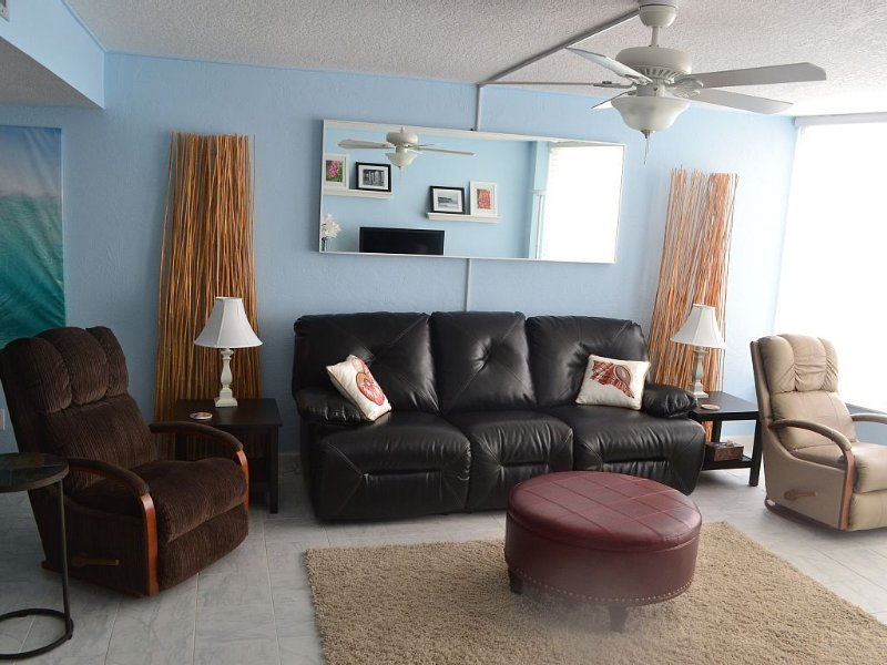 Come Stay At Our Beautiful Shores Club Condominium With A Lovely Ocean View, vacation rental in Daytona Beach Shores
