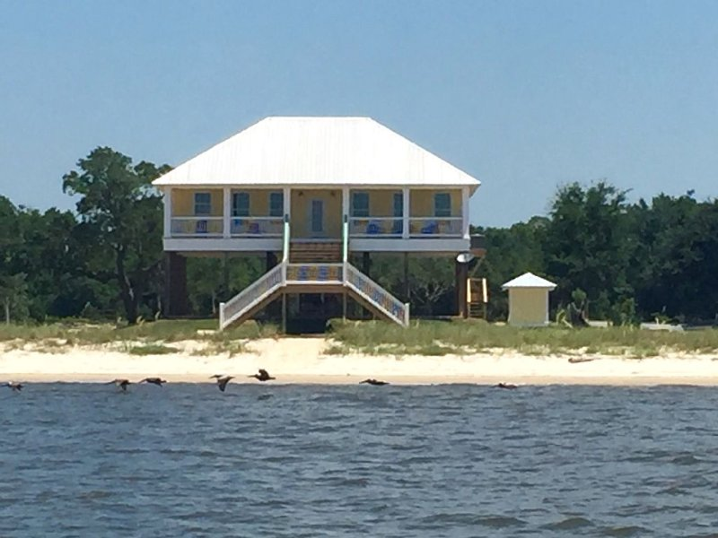 Castaway Key - New in July 2016 Private Beach House, holiday rental in Gautier
