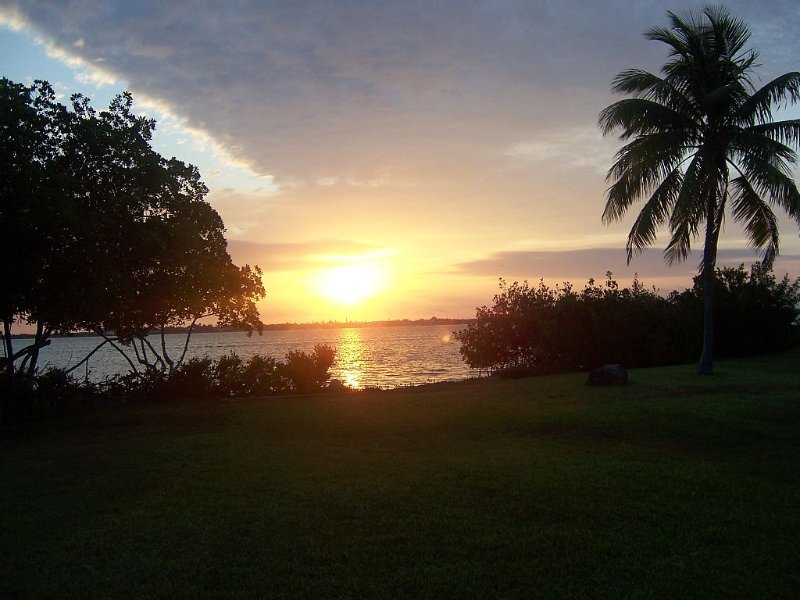 Ocean Front Access - Sunrise View - Fishing - Snorkeling - Pet Friendly - Unit 1, holiday rental in Ramrod Key